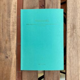 Libro 'Médiums: una exploración colectiva sobre lo invisible en el Prat'